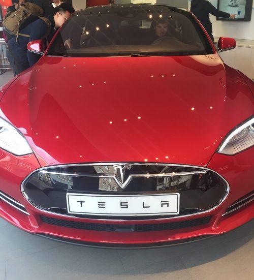 Tesla в шоуруме Амстердама
